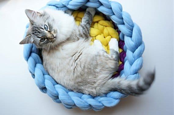 coussin chat douillet multicolore laine