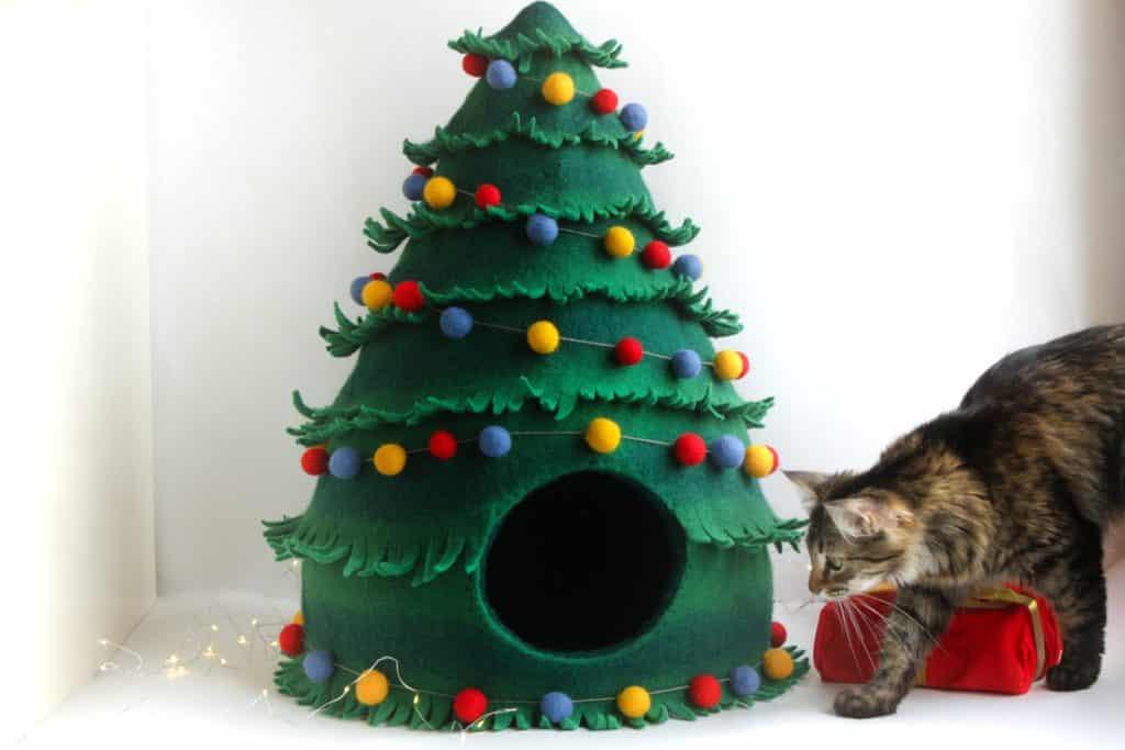arbre noel grotte chat