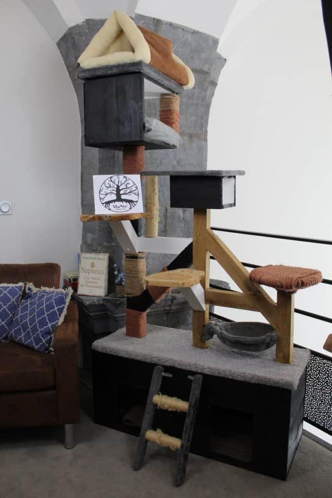 arbre a chat bois et tissu cube niche