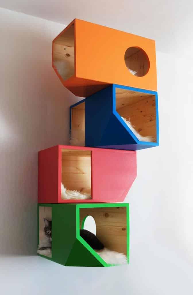 arbre a chat mural et cube multicouleur